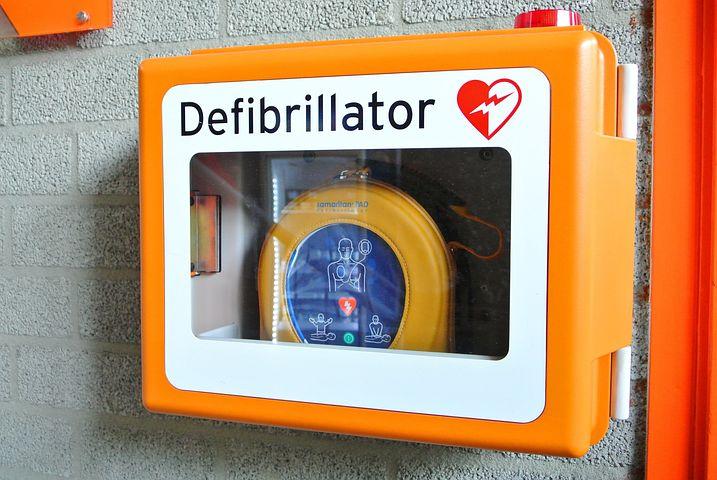 Il primo soccorso con l'utilizzo del defibrillatore semiautomatico esterno