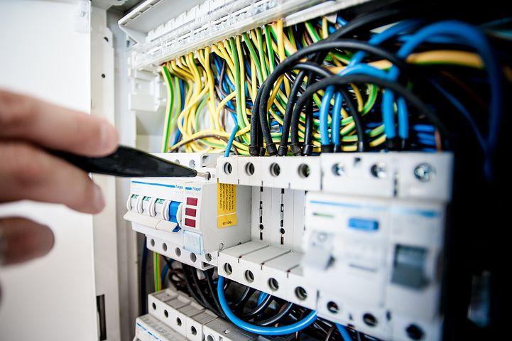 La presenza del rischio elettrico, c'è anche nei lavori non in tensione: scopriamo perchè